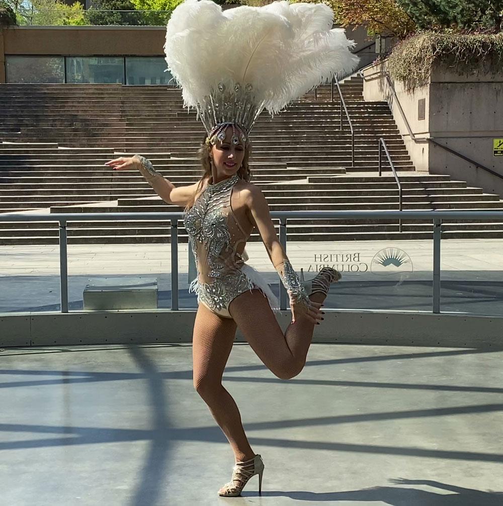 Dance artist Yulia Terekh mid performance